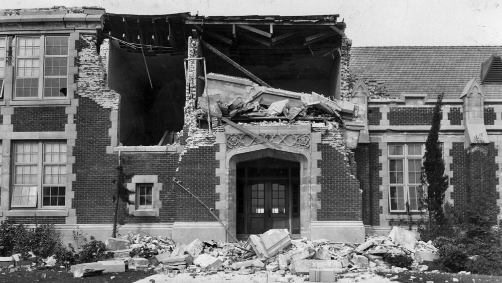 1933-03-10-long-beach-6-4m-earthquake-ruins-john-muir-school-usgs-now-thinks-the-quake-that-killed-120-people-was-caused-by-oil-drilling