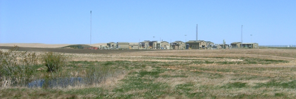 2005 05 26 EnCana compressors at Rosebud