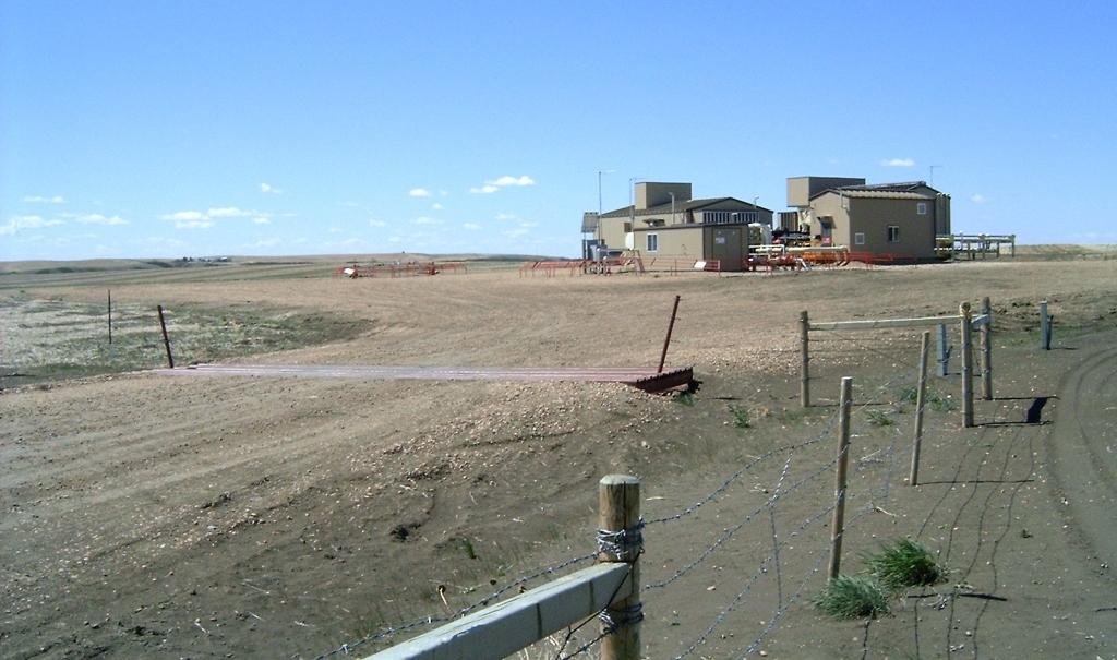 2005 05 26 Encana compressors NE Rosebud