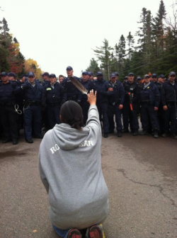 2013 10 17 RCMP line begin pepper spraying feather bearing Mi'kmaq screen_shot_2013-10-17_at_12.30.16_pm
