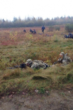 2013 10 17 Snipers in camo crawl around Rexton Blockade screen_shot_2013-10-17_at_12.32.16_pm